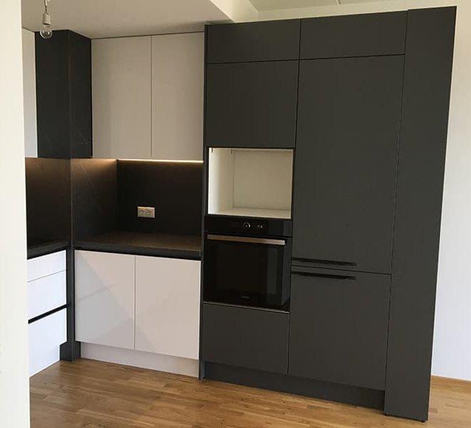 melnbalta-virtuve-2