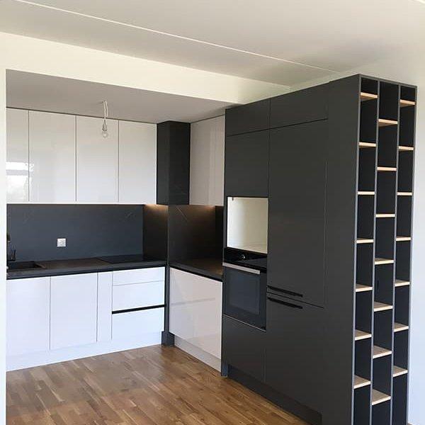 melnbalta-virtuve-3